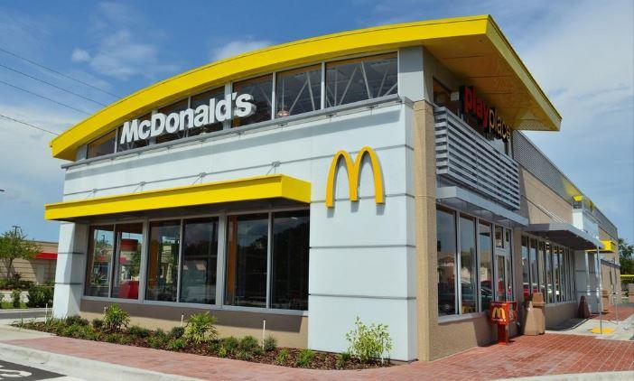 리노베이션을 마친 플로리다 탬파의 한 맥도널드 매장. 조지아주 매장 340개도 이같은 공사가 진행중이다. /McDonalds 제공