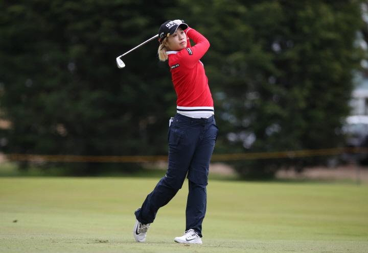 프로골퍼 이정은이 5일 캘리포니아주 댈리 시티의 레이크 머세드GC에서 열린 '2019 LPGA 메디힐 챔피언십' 파이널 라운드 1번홀에서 아이언샷을 치고 있다.(엘앤피코스메틱 제공) 2019.5.6/뉴스1