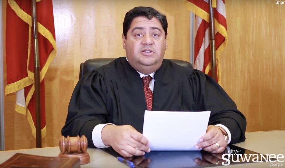 스와니시법원의 노만 쿠아드라(Norman Cuadra) 판사(Chief Judge)가 법원 임시이전을 발표하고 있다. . (Courtesy City of Suwanee)