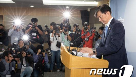조국 법무장관, 취임 35일만에 전격사퇴