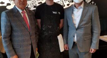 한인 차세대 운영식당에 위생용품 전달