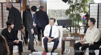 """BTS """"유엔 공연 믿기지않아""""…ABC 방송서 안무 따라한 문대통령"""